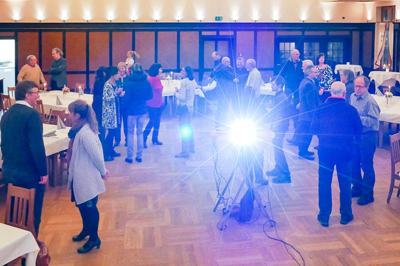 """Die Fotofreunde im festlichen Saal der Gaststätte """"Zum Kapitel"""" in Wiggensbach."""