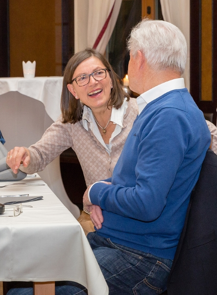 Christine Wendl (links) im Gespräch mit Jürgen Mainka.